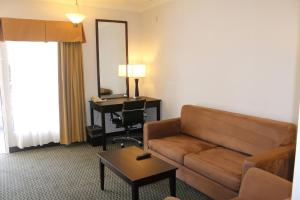 Corner King Suite with Sofa Bed - Non smoking