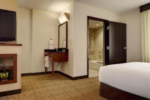 King Room with Bath Tub - Disability Access