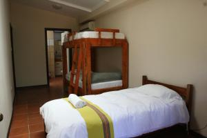 Turrialba Bed & Breakfast, Bed and Breakfasts  Turrialba - big - 4