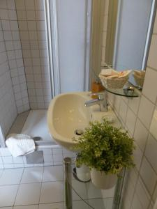 Stadtnest B&B Wien, Bed and breakfasts  Vienna - big - 21