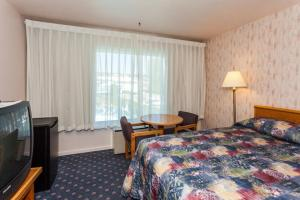 Queen Room with Two Queen Beds with Courtyard View - Non-Smoking - Pet Friendly