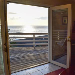One-Bedroom Queen Suite with Ocean View