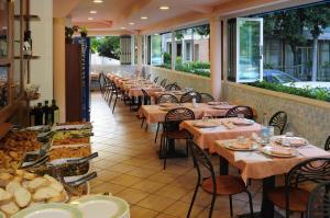 Hotel Daisy, Hotely  Marina di Massa - big - 46