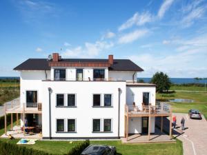 Ferienwohnungen Strandvilla Börgerende, Appartamenti  Börgerende-Rethwisch - big - 1