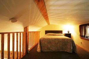 Queen Studio with Kitchenette - Room 4