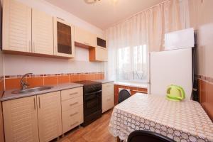 Kvartirov Apartment at Surikova, Ferienwohnungen  Krasnoyarsk - big - 3