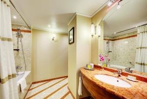 Suite Esquinera con acceso al salón