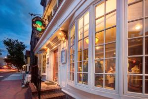 Bouchard Restaurant & Inn, Penziony – hostince  Newport - big - 137