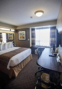 Microtel Inn & Suites by Wyndham Whitecourt, Отели  Whitecourt - big - 2