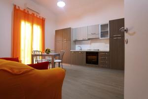 B&B La Grande Mela, Bed & Breakfasts  Santo Stefano di Camastra - big - 13