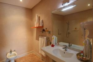 Les Riads de Jouvence, Bed & Breakfast  Oulad Mazoug - big - 19