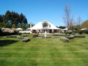 Oakhampton Lodge, Отели типа «постель и завтрак»  Rangiora - big - 15