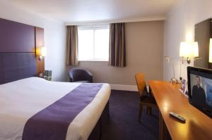 Premier Inn Manchester Airport Runger Lane North, Отели  Хейл - big - 8