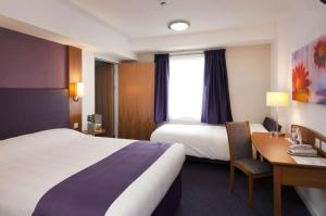 Premier Inn Manchester Airport Runger Lane North, Отели  Хейл - big - 3