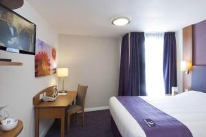 Premier Inn Manchester Airport Runger Lane North, Отели  Хейл - big - 10