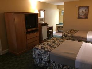 Double Room with Two Double Beds - Pool Side/Non-Smoking