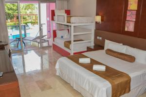 Family Club Room with Pool Access