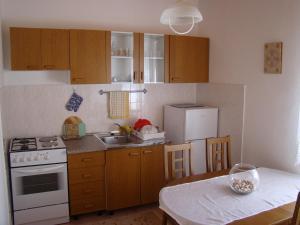 Apartment Tičić, Apartments  Povljana - big - 2