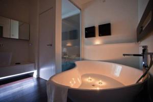 Gualandi Luxury Apartment, Apartmány  Bologna - big - 2