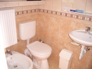 Hegyi Panzió, Guest houses  Hévíz - big - 8