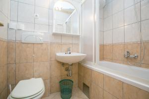 Apartments Staničić, Apartments  Brela - big - 25