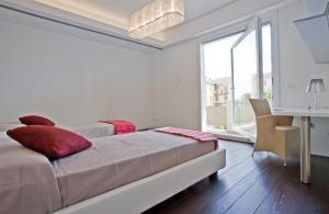 Gualandi Luxury Apartment, Apartmány  Bologna - big - 15
