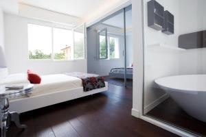 Gualandi Luxury Apartment, Apartmány  Bologna - big - 13