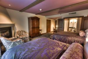 Deluxe Queen Room with Two Queen Beds - Guest House