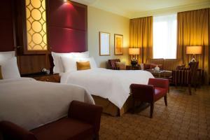 Doppel- oder Zweibettzimmer mit Zugang zur Executive Lounge.