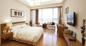 Double King Room with Lake View