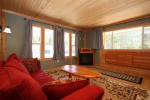 One-Bedroom Cabin