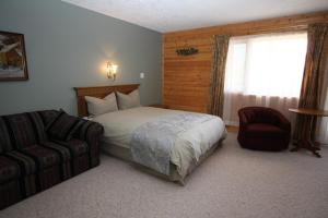 Deluxe Queen Suite with Two Queen Beds