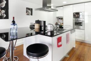 Lisbon Rentals Chiado, Apartments  Lisbon - big - 52