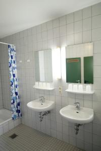 Twin Room with Shared Shower/WC