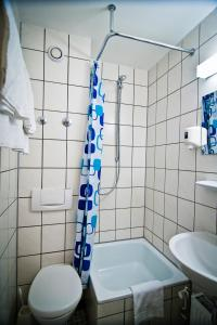 Single Room with Private Shower/WC