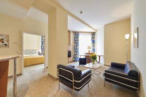 Deluxe Suite with Extra Bed (3 Adults)