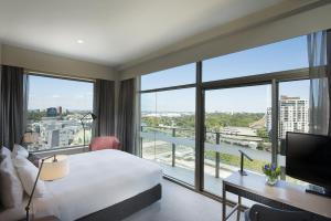 King Room Skyline River View with Balcony
