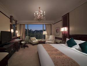 Deluxe King Room with Peak View