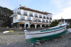 Llané Petit Hotel (1 of 60)
