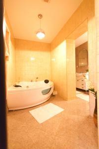 Noblesse Suite, Ferienwohnungen  Galaţi - big - 12