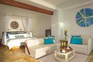 Улучшенный полулюкс с кроватью размера «king-size» рядом с океаном