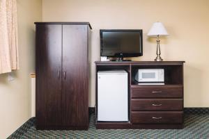Pokoj s manželskou postelí velikosti King a vířivkou