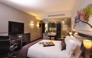 Роскошный номер с кроватью размера queen-size и балконом
