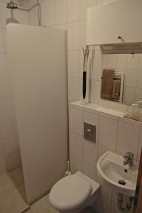 Bergás Guesthouse, Гостевые дома  Кефлавик - big - 18