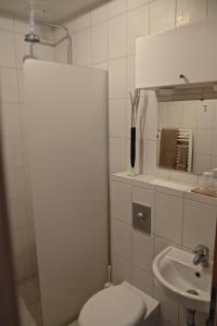 Bergás Guesthouse, Гостевые дома  Кефлавик - big - 9