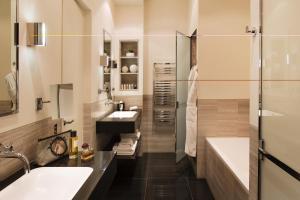 Hotel Marignan Champs-Elysées, Отели  Париж - big - 31