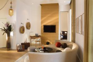 Hotel Marignan Champs-Elysées, Отели  Париж - big - 84