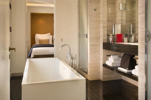 Hotel Marignan Champs-Elysées, Отели  Париж - big - 42