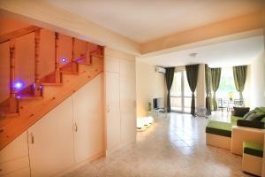 Sintria Court Premium, Art-Maisonettes & Panoramic Roof, Ferienwohnungen  Balchik - big - 2