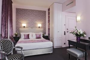 Special Offer - Superior Double Room with Breakfast and 2 Tickets to Louvre Museum